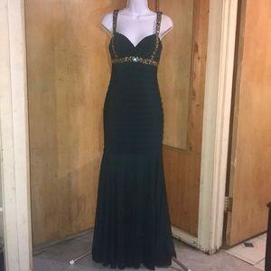 Betsy & Adams Size 4 Emerald Green Evening Dress